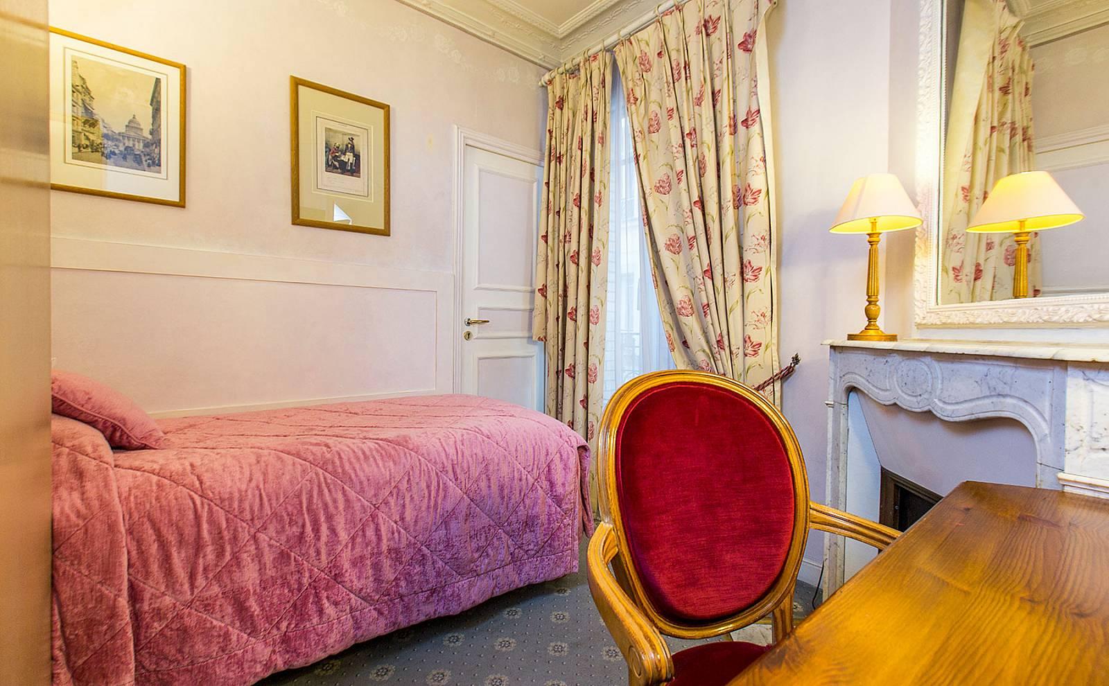 Chambre standard 1 personne hotel gavarni paris - Hotel paris chambre 4 personnes ...