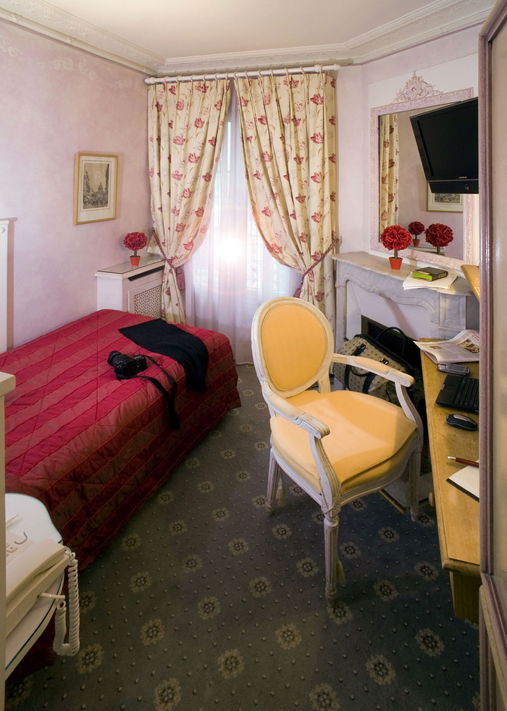 Chambre standard 1 personne hotel gavarni paris for Hotel paris chambre 5 personnes